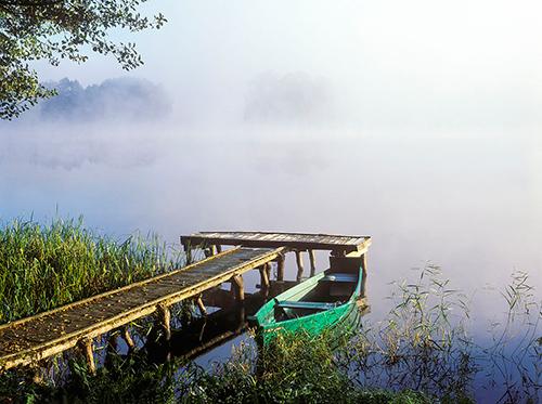 Łódka nad jeziorem