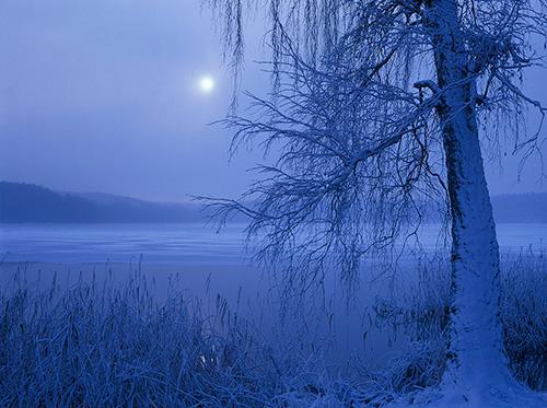 Pełnia księżyca nad jeziorem