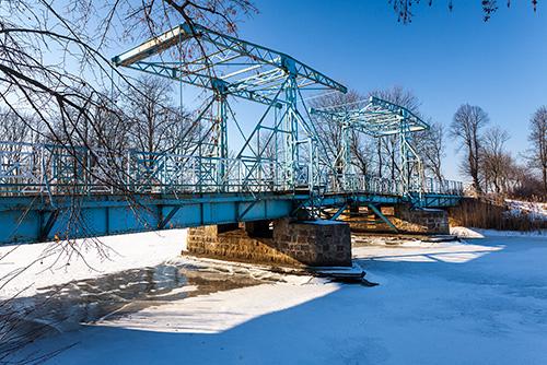 Jezioro, most zwodzony