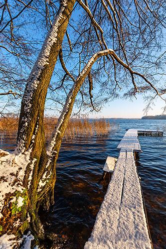Jezioro i kładka