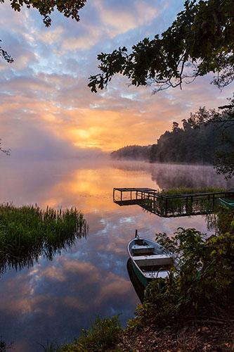 Świt nad jeziorem