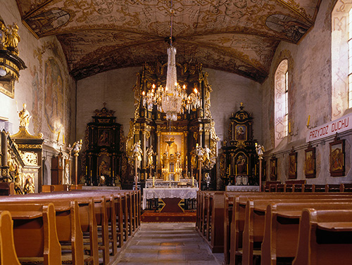 Wozławki, wnętrze kościoła