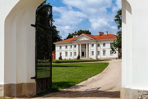 Korczew brama pałacowa